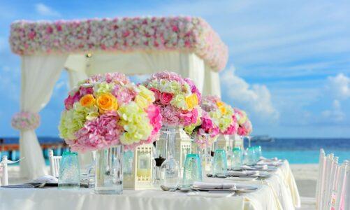 Až budeš od někoho pozván na svatební hostinu, nesedej si na přední místo