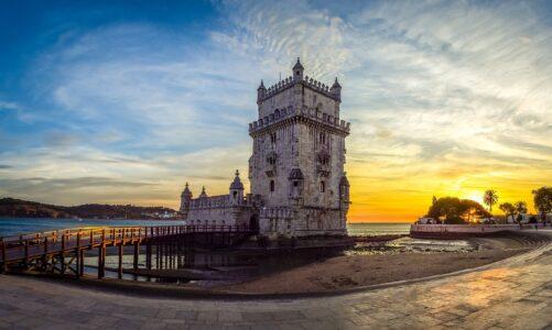 """Světové dny mládeže 2023 v Lisabonu mají logo a slogan """"Maria se vydala na cestu a spěchala"""""""