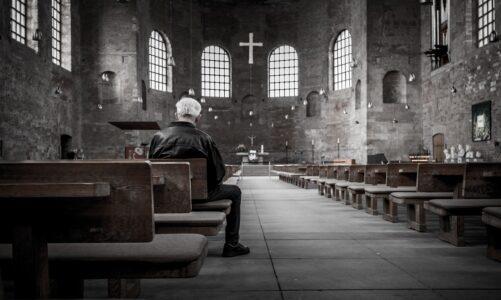 Nové nařízení vlády omezí maloobchod, služby a volný pohyb. Týká se i kostelů a bohoslužeb