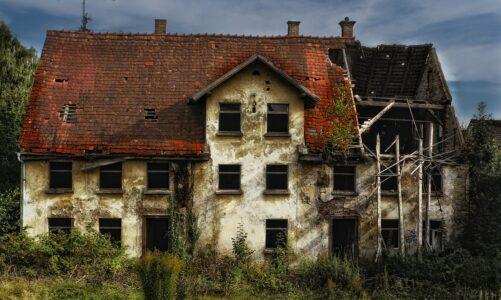 Království proti sobě rozdvojené zpustne a dům na dům padne