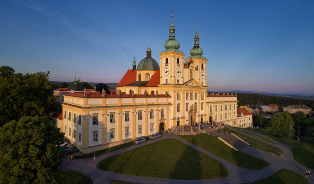 Svatý Kopeček: poutníci se dostanou do baziliky i na zpověď. Během mše bude zavřeno