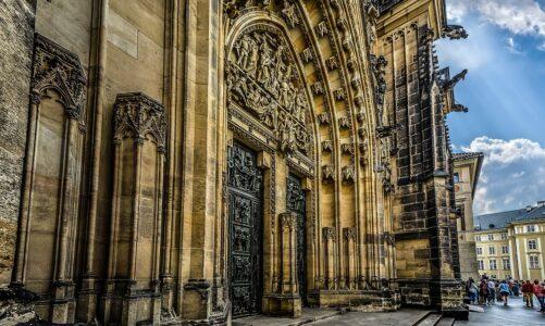 """""""Poutníci, přijďte do katedrály. Je téměř bez turistů,"""" zve pražské arcibiskupství"""