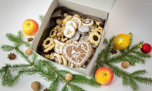 Cukroví a vánoční štoly od karmelitánů z klášterní kuchyně v Kostelním Vydří. Vyzvednout lze i v Praze