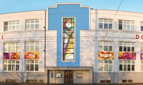 Salesiáni oslaví 30 let obnovy působení v Ostravě. Budovu ozdobí nová vitráž s těžní věží