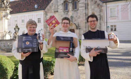 V klášteře Stift Heiligenkreuz ve Vídeňském lese nabízejí čokoládové oplatky z Bílé Vody