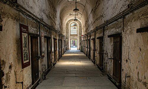 Kdy jsme tě viděli nemocného nebo ve vězení, a přišli jsme k tobě?