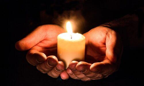 Je třeba stále se modlit a neochabovat