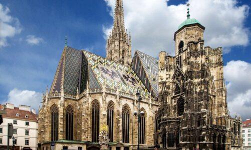 """""""Červená středa se blíží!"""" Útoky na křesťanské cíle znají už i ve Vídni"""