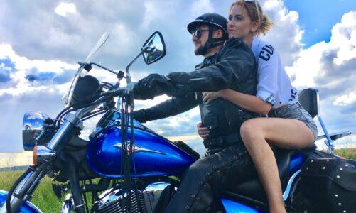 """Kapela GOOD WORK v létě nelenila, natáčela s motorkáři a má nový klip """"Do nebe zavolaj"""""""
