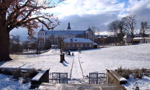 Regionální výrobky 50 prodejců na Adventní trhu v broumovském klášteře