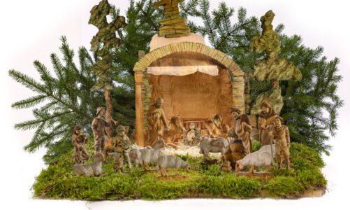 Betlém na Svaté Hoře má novou figurku anděla. Poutní místo nabízí nově vystřihovánku jesliček