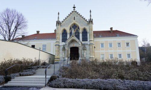 Karmelitky nemají peníze na údržbu místa, kam je poslal císař Franz Josef I. Prosí o pomoc