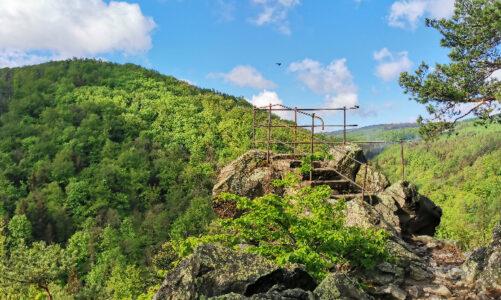 Arcibiskupské lesy obnovily stezku z Račího údolí na vyhlídku Čertovy kazatelny v Rychlebských horách