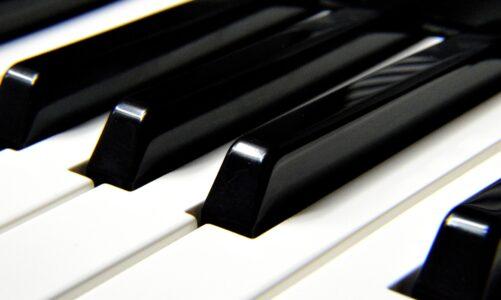 11. ročník mezinárodní soutěže pro mladé klavíristy Broumovská klávesa spouští registraci
