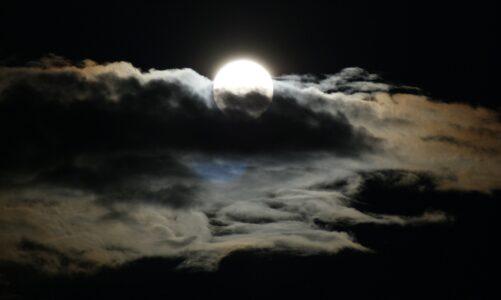 Světlo přišlo na svět, ale lidé měli raději tmu než světlo