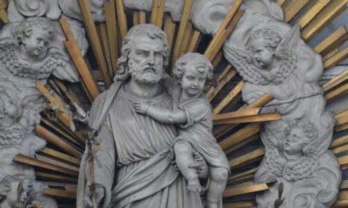 Jakub byl otec Josefa, muže Marie, z které se narodil Ježíš