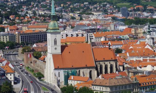 V Polsku a na Slovensku biskupové ruší dispens od povinné účasti na nedělní mši