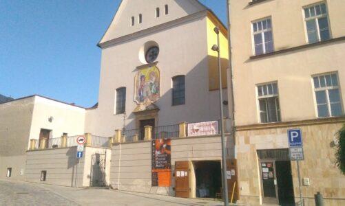 Benefiční bleší trh u kapucínů v Olomouci pomáhá nevidomým. Loni vydělal 50 tisíc korun