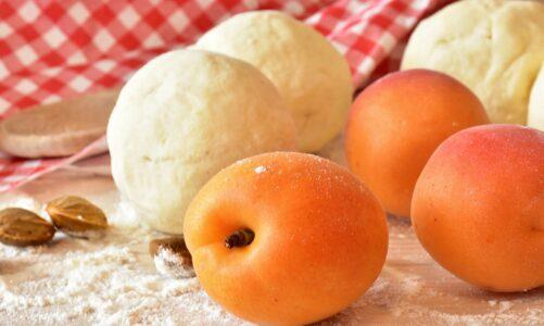 Meruňkové knedlíky ztvarohového těsta