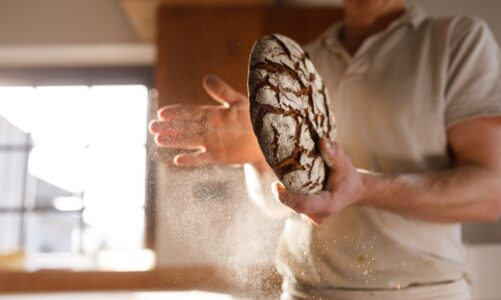 Hledáte mě ne proto, že jste viděli znamení, ale že jste se dosyta najedli z těch chlebů