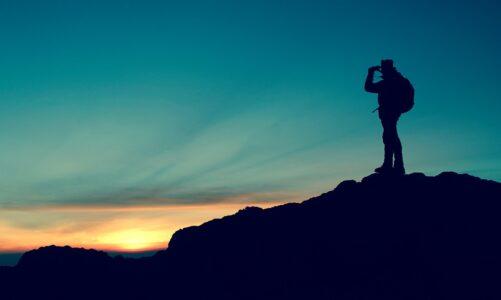 Vystoupil na horu, aby se o samotě modlil