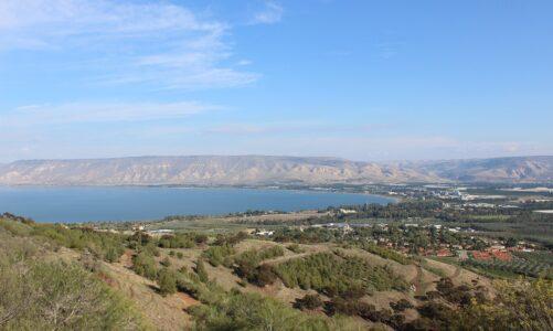 Šel přes Sidón územím Desetiměstí ke Galilejskému moři